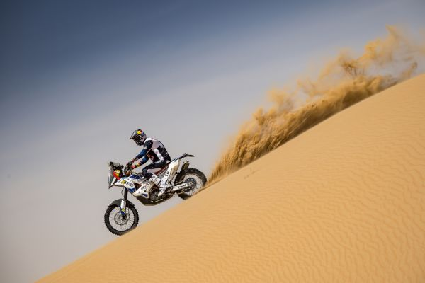 mohammed-al-balooshi-in-on-his-ktm-450B9939238-B51E-E4CC-97DC-D74367D22FDD.jpg