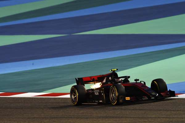 Ilott keeps title hopes alive with pole in Sakhir Qualifying, ahead of Drugovich and Ticktum