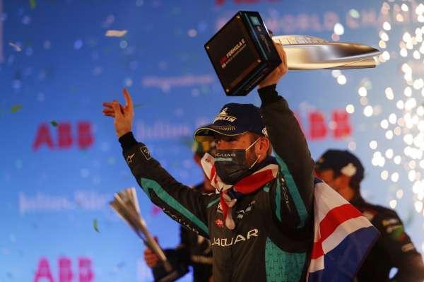Bird flies to victory as Jaguar ace lights up Diriyah