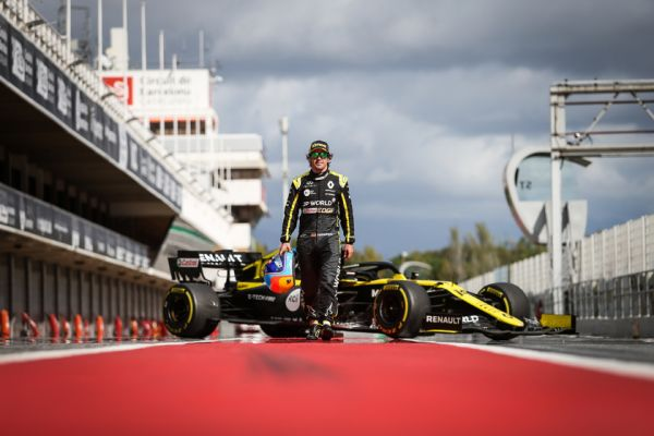 fernando-alonso-test-with-renault-barcelona-106338FCA-DF3C-2229-2440-E73CA81803B7.jpg