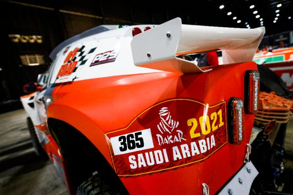 dakar-2021-scrutineerings-in-jeddah-day-1-1EDE050E4-1388-7366-B20E-189BB2E741E3.jpg